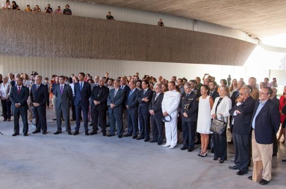 Inauguración del nuevo edificio de BB.AA. Vemos políticos, militares y curas. ¿Dónde están los alumnos y alumnas de la sección? ¿No fueron invitados?
